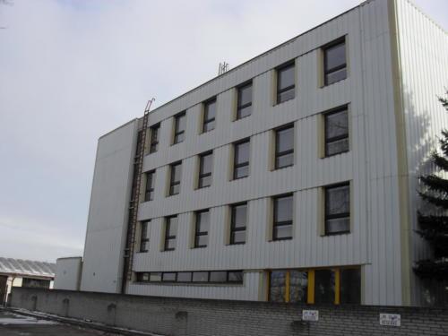 plastova-okna-velika-budova-urad